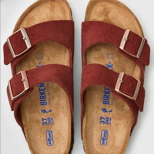 Birkenstock Arizona in Burgundy Suede
